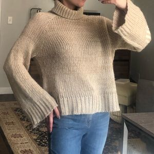 Wide sleeve cozy knit tan/cream sweater size Small